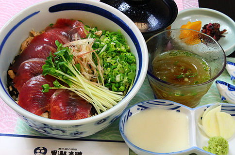 Katsuo-don (bonito rice bowl)